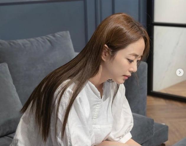 '유지태♥' 김효진, 수수한 화장에도 빛나는 미모...바져드는 미모[TEN★]