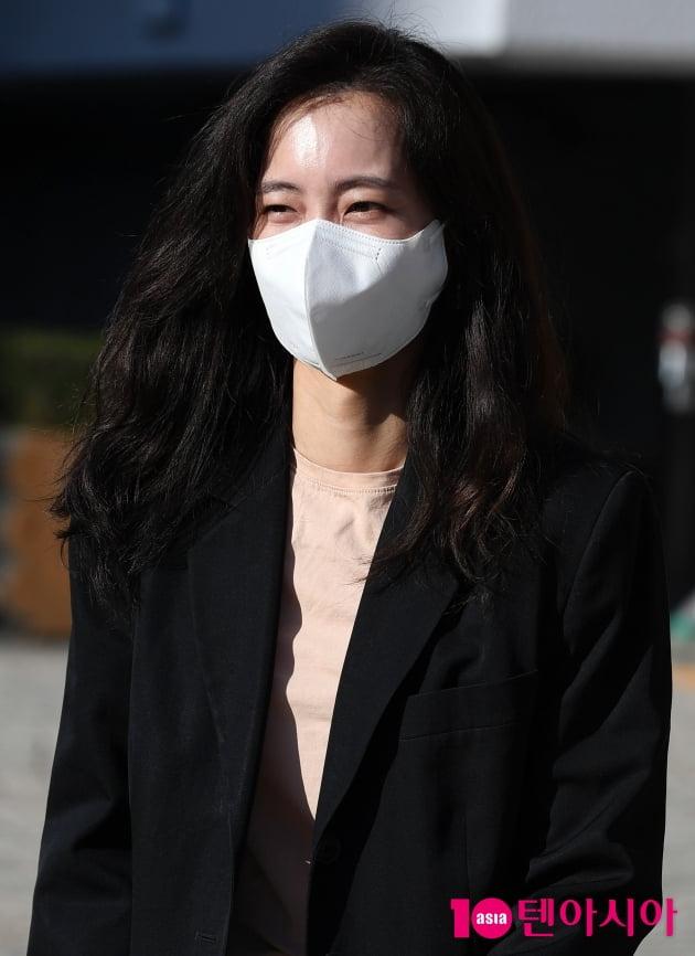 [TEN 포토] 신현빈 '아침부터 열일중'
