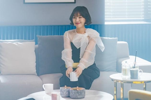 '송혜교 동창' 최희서, 재력가지만 결핍투성이…연기 변신 기대 ('지헤중')