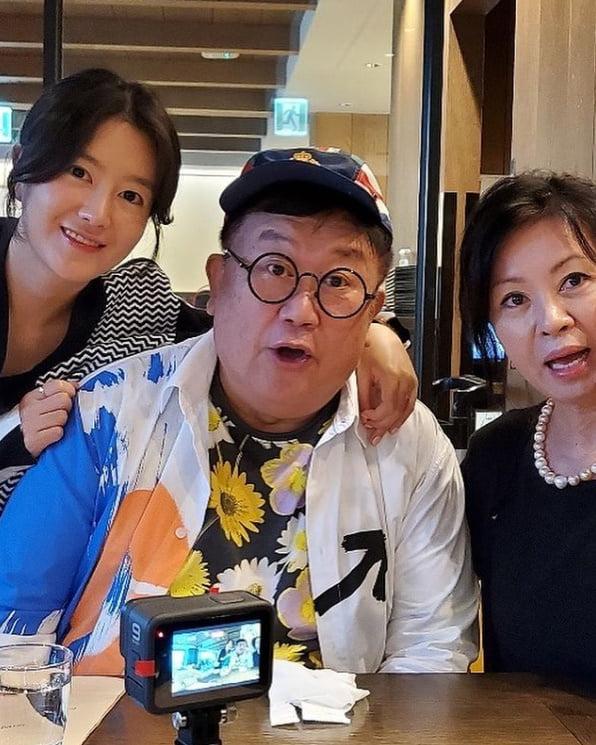 이용식 딸 이수민, 사랑하는 엄빠 결혼기념일 38주년...100주년까지 쭈욱~[TEN★]