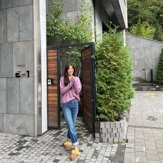 """'정조국♥' 김성은, 온가족 럭셔리 풀빌라 여행에 떠나지 않는 미소 """"보랏빛 향기"""" [TEN★]"""