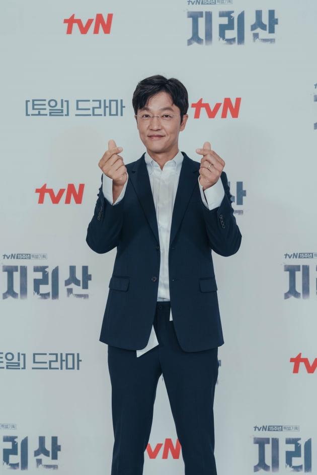 '지리산'에서 조한철은 지리산 국립공원 해동분소 소속 레인저 박일해로 나온다. /사진제공=tvN
