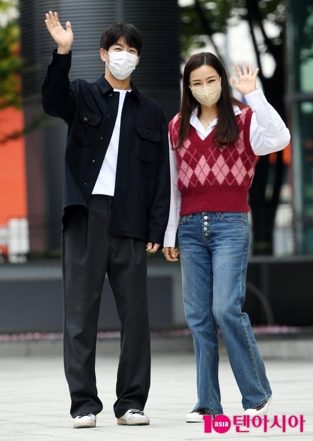 [TEN 포토] 이상윤-이하늬 '선남선녀 인사'