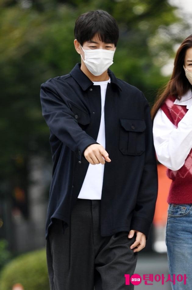 [TEN 포토] 이상윤 '이하늬 에스코트 중'