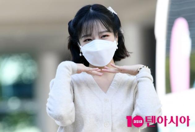 [TEN 포토] 조유리 '귀엽게 한 컷'