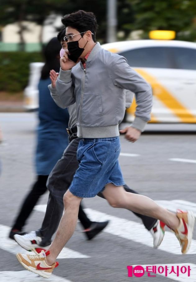 [TEN 포토] 영탁 '행복하게 달리기'