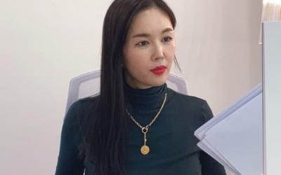 '한방병원장 사모님' 장영란, 서류 보느라 정신 없네