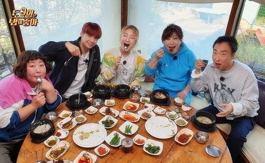 먹는 것에 진심인 스타들 한자리에 모은 '토밥좋아' 론칭...식대 감당될까