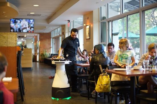 조리는 기본, 서빙·설거지까지…미국 레스토랑에 부는 로봇 바람